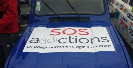 SOS Addictions sponsorise des étudiants au 4L Trophy 2015 !