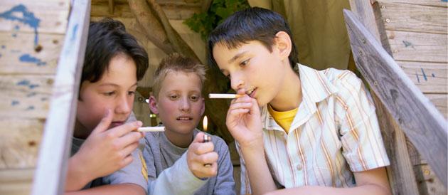 Sos Addictions La Precocite Des Premieres Consommations De Tabac Chez Les Adolescents Est Un Facteur De Risque Majeur De Rester Fumeur A L Age Adulte Sos Addictions
